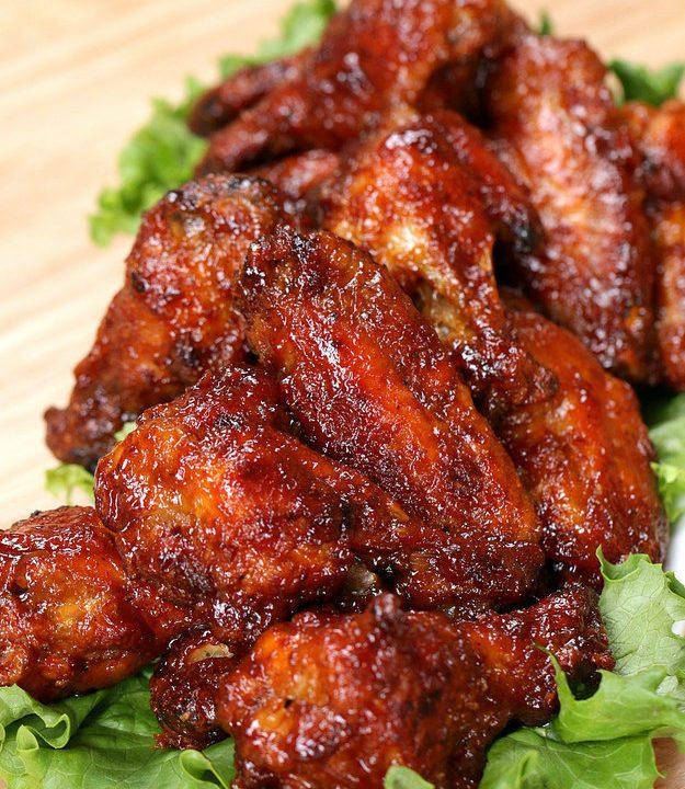 Pikantní medová kuřecí křidélka v barbecue omáčce + videorecept