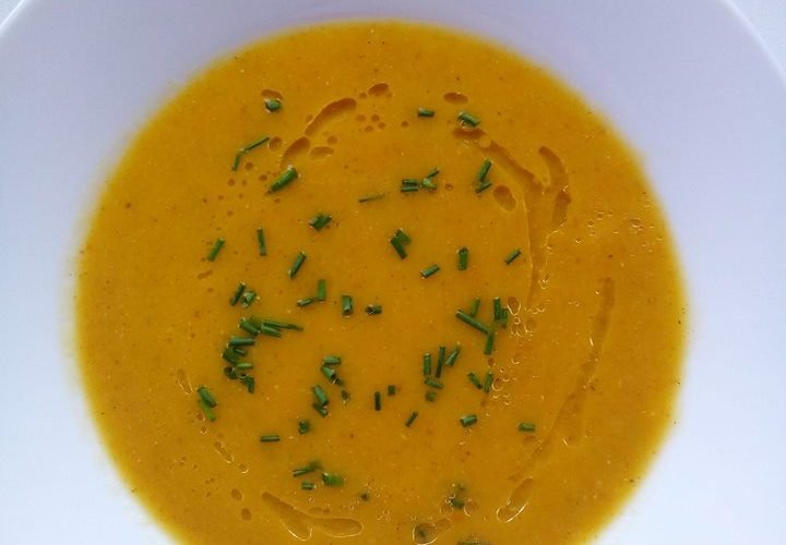 Krémová polévka z kořenové zeleniny, která zahřeje a zasytí
