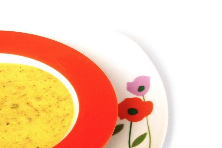 Cuketová polévka s bazalkou a sýrem